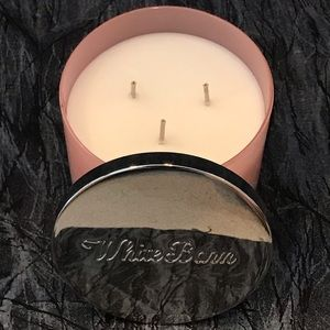 White Barn Accents - Brand New White Barn Candle